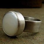 Ring lustrous fresh water coin pearl, thick oxidized sterling silver band